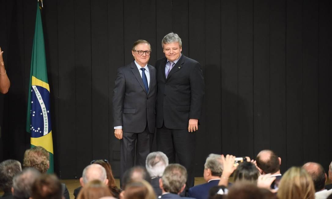 O ministro da Educação, Ricardo Vélez, e secretário-executivo, Luiz Antonio Tozi, durante cerimônia de transmissão de cargo Foto: Luis Fortes/MEC/02-01-2019