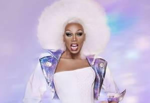 A drag queen RuPaul: apresentadora de 58 anos trouxe a arte drag para o mainstream Foto: Divulgação