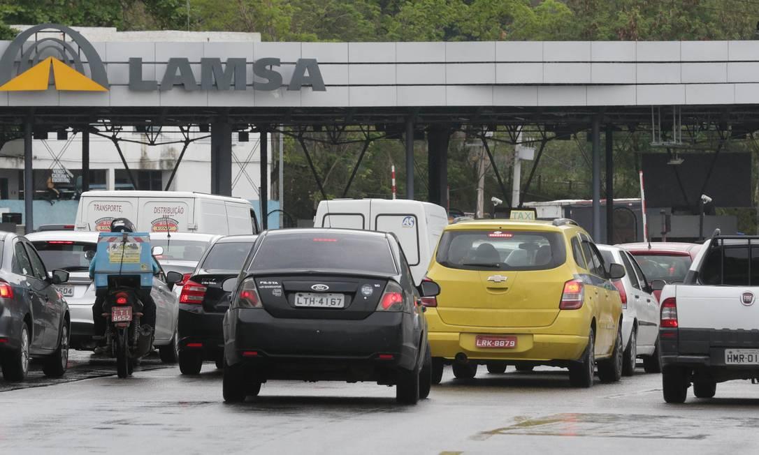 A prefeitura vai suspender a cobrança de pedágio no sentido Fundão da Linha Amarela Foto: Márcio Alves