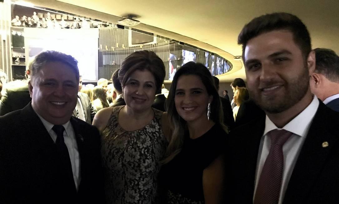 Anthony Garotinho e a mulher, Rosinha Garotinho, acompanharam a posse de seus dois filhos, Wladimir e Clarissa, na Câmara dos Deputados Bela Megale / Agência O Globo