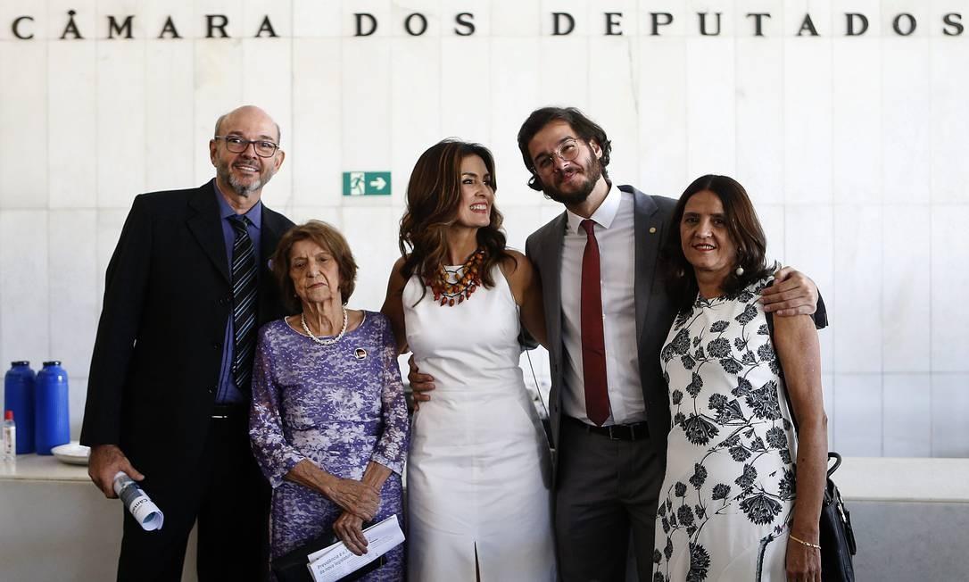 Gadelha levou a família para a cerimônia de posse na Câmara Foto: Jorge William / Agência O Globo