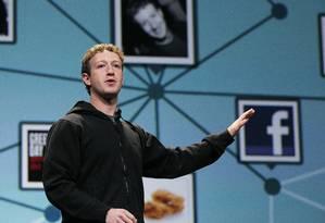 Zuckerberg: apesar de escândalos cercando o Facebook, fortuna subiu para US$ 65,6 bilhões Foto: JUSTIN SULLIVAN / AFP