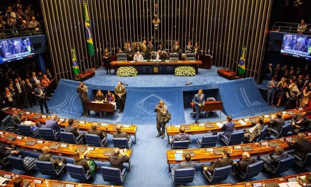 Ao todo, 54 senadores eleitos em outubro tomam posse nesta sexta-feira. A Casa realiza ainda a votação para escolha da sua nova mesa diretora, com destaque para a presidência. Foto: Daniel Marenco / Agência O Globo