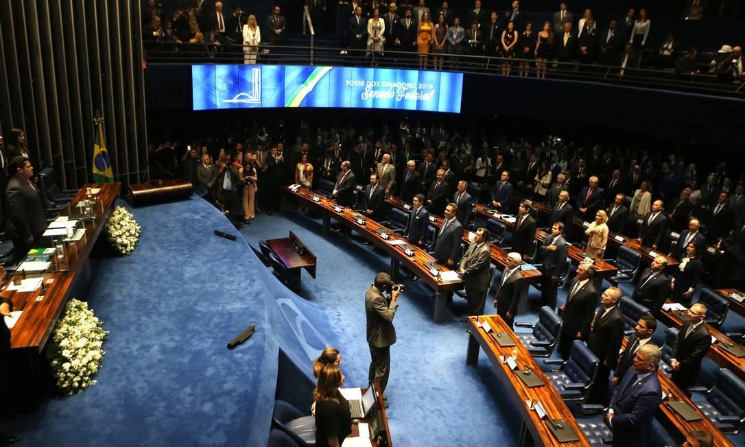 Parlamentares ocupam o plenário do Senado durante a cerimônia de posse da nova legislatura. Foto: Jorge William / Agência O Globo