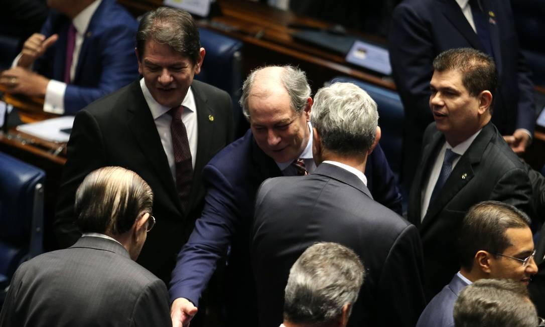 Cid (PDT-CE) apareceu acompanhado do irmão, Ciro Gomes (PDT-CE). Ciro foi candidato à Presidência da República em outubro. Foto: Jorge William / Agência O Globo