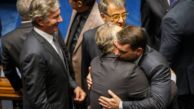 Collor, Renan, Flávio e Paulo Marinho no Senado Foto: Daniel Marenco / Agência O Globo