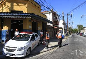 Reforço: agentes do Niterói Presente patrulham Rua Dr. Carlos Maximiano, no Fonseca, conhecida como