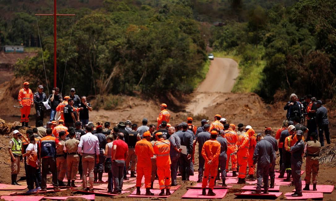Segundo o tenente Pedro Aihara, porta-voz do Corpo de Bombeiros de MG, não há previsão para o fim das buscas Foto: ADRIANO MACHADO / REUTERS