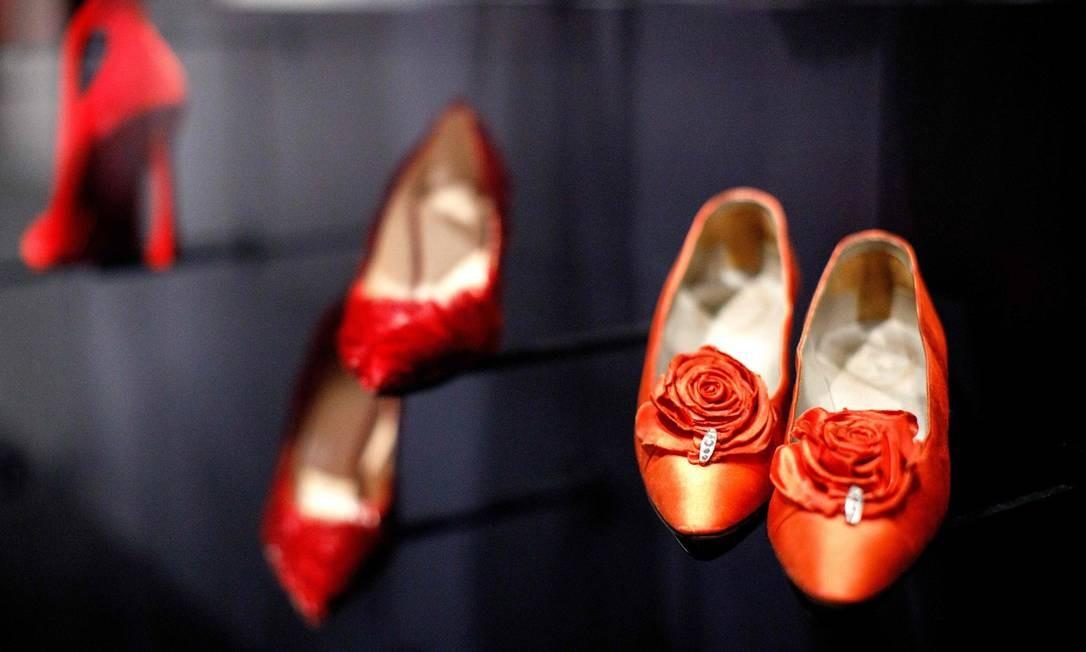 A mostra também tem espaço para acessórios, rascunhos e frascos de perfume Foto: TOLGA AKMEN / AFP