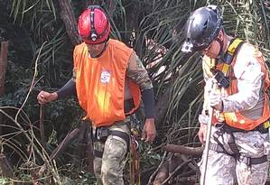 Parte da equipe durante trabalho em Brumadinho. Rodrigo é o de capacete preto. Foto: Arquivo pessoal
