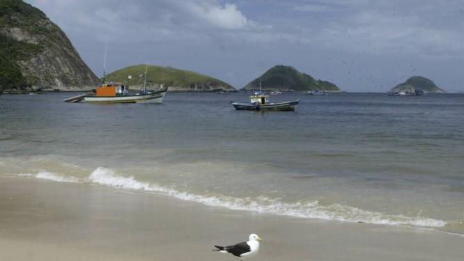 Ilhas Menina, Mãe e Pai vistas da Praia de Itaipu. Foto: André Teixeira / Agência O Globo