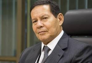 O vice-presidente Hamilton Mourão assinou o decreto dia 23 de janeiro Foto: Marcos Correa / Agência O Globo