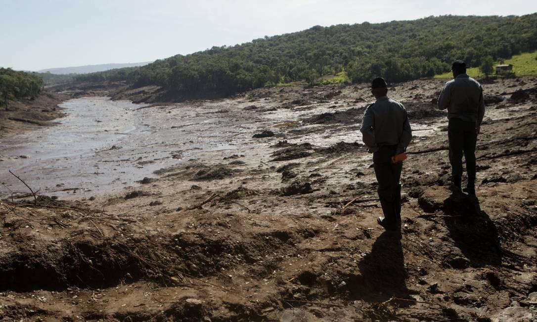 Bombeiros fazem buscas por desaparecidos em Brumadinho Foto: Alex de Jesus / O Tempo / Agência O Globo