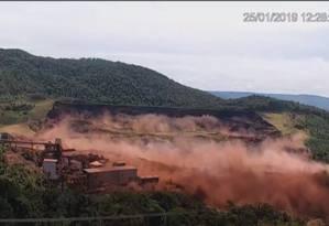 Vídeo mostra momento em que a barragem da Vale se rompeu Foto: Reprodução