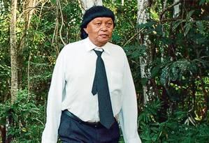 A tristeza de Perpera: antigo líder espiritual do Território Paiter Suruí, na fronteira de Rondônia com Mato Grosso, ele conta que perdeu o respeito da comunidade quando a maioria dos 1.500 indígenas locais foi convertida por pastores Foto: Reprodução