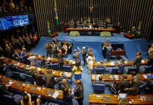 Votação para a escolha do novo presidente do Senado acontece neste sábado, a partir das 11h. Tumultuada desde o início, a sessão de sexta-feira foi adiada Foto: Daniel Marenco / Agência O Globo