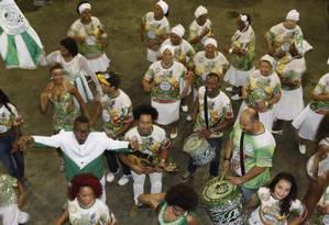 Ensaio da União de Jacarepaguá em 2015: escola está no Grupo D Foto: Gustavo Stephan/17-11-2015 / Agência O Globo
