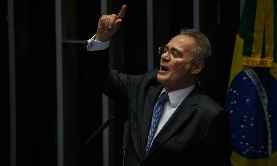 Renan Calheiros discursa na tribuna do Senado Foto: Daniel Marenco / Agência O Globo