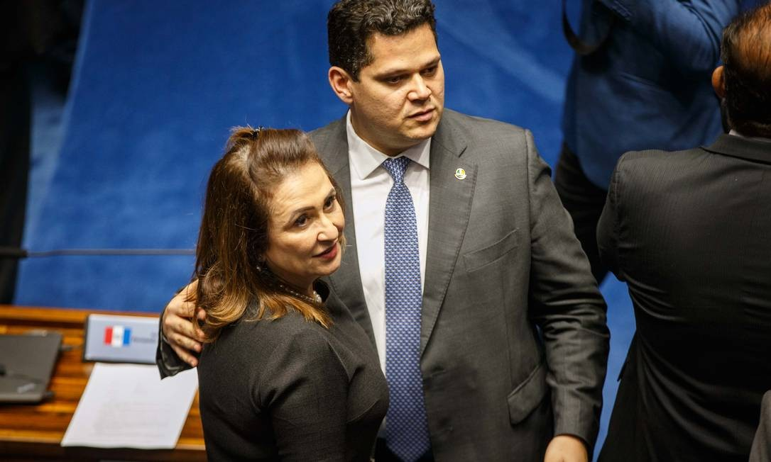 Senadores Davi Alcolumbre (DEM-AP) e Katia Abreu (PDT-TO) Foto: Daniel Marenco / Agência O Globo