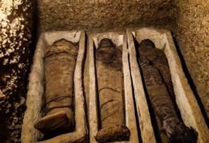 Três múmias encontradas nas câmaras funerárias Foto: AFP