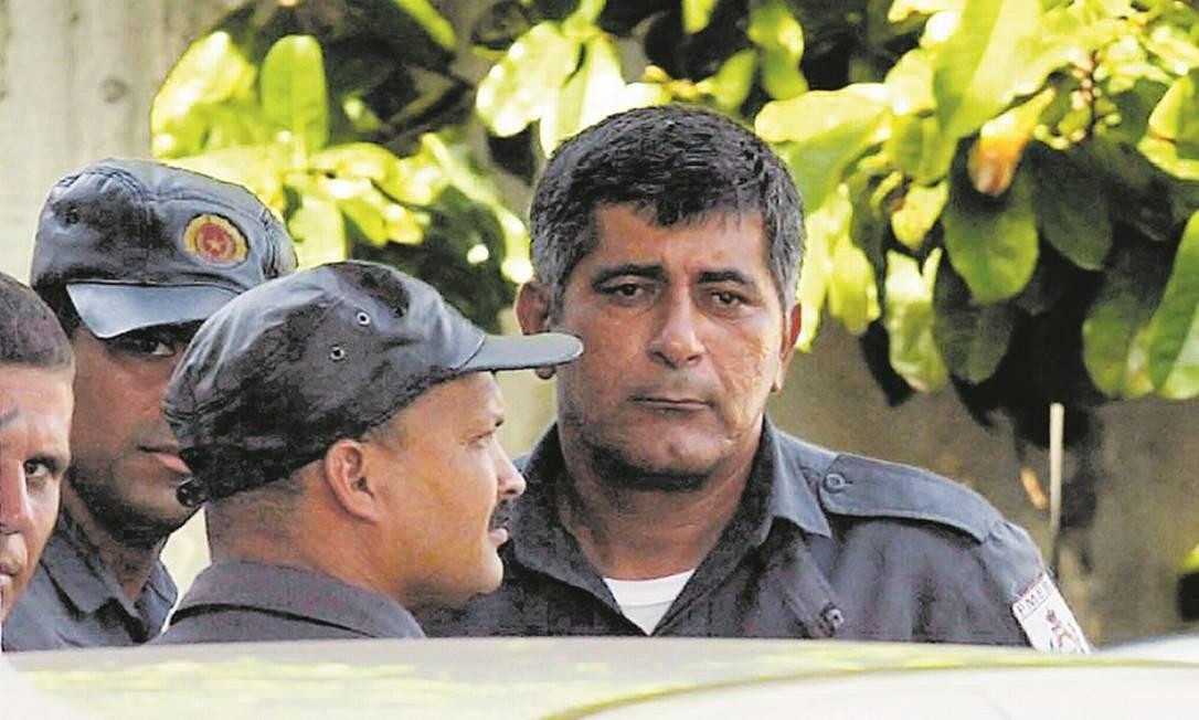 Ítalo Ciba, então PM e hoje vereador do Rio, presta depoimento em 2003 após ser preso acusado de participação na morte de guardador da CET Rio Foto: Marcelo Theobald/27-11-2003