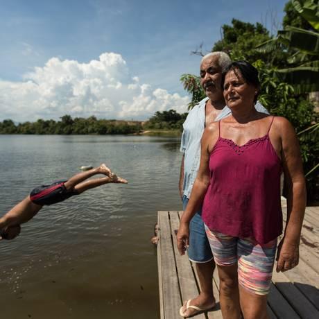 Valdemir e Maria José são moradores e donos de um restaurante da região da represa de Juturnaíba Foto: Brenno Carvalho