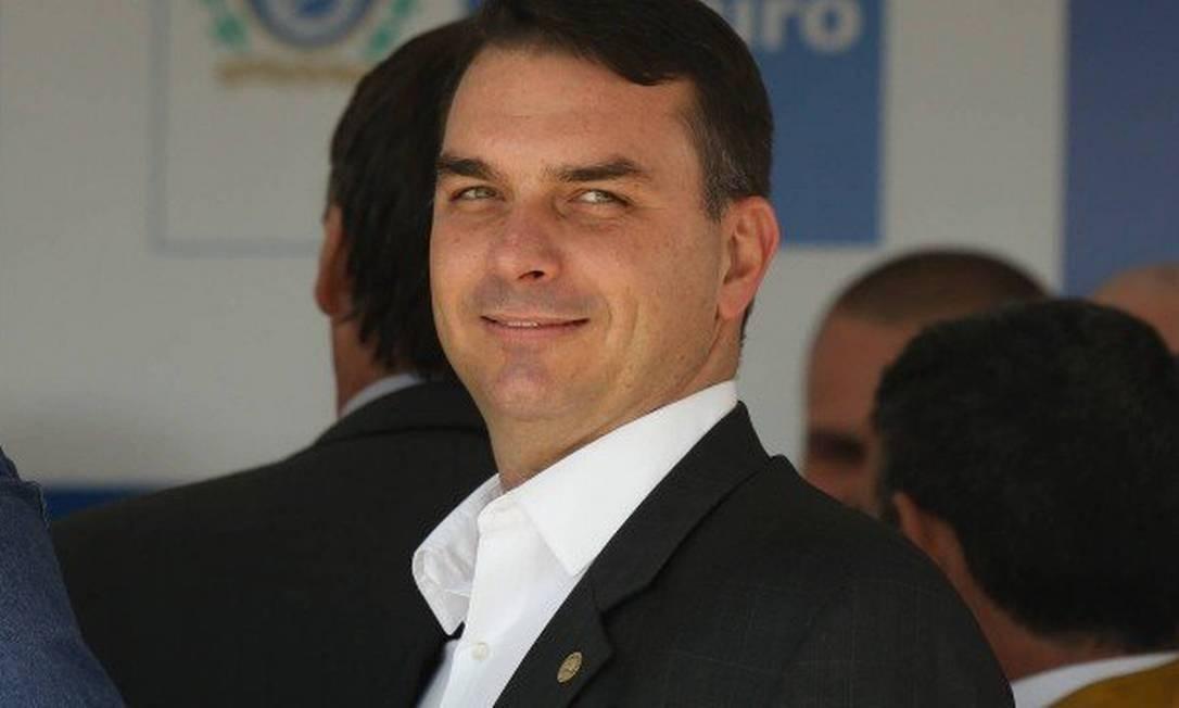 Na Alerj, Flávio Bolsonaro (PSL-RJ) rendeu homenagens a Adriano Magalhães da Nóbrega (e outros sete colegas lotados no batalhão do ex-capitão da PM) e a Fabrício Queiroz Foto: Pablo Jacob / Agência O Globo