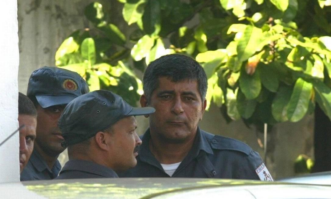 Ítalo Ciba, então PM e hoje vereador do Rio, presta depoimento em 2003 em uma delegacia Foto: Marcelo Theobald/27-11-2003