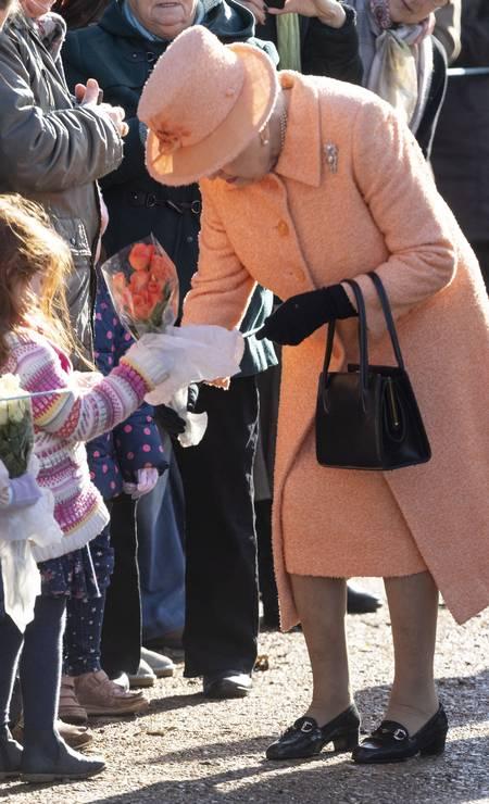 Monarca ganhou flores em chegada à igreja Foto: Mark Cuthbert / UK Press via Getty Images