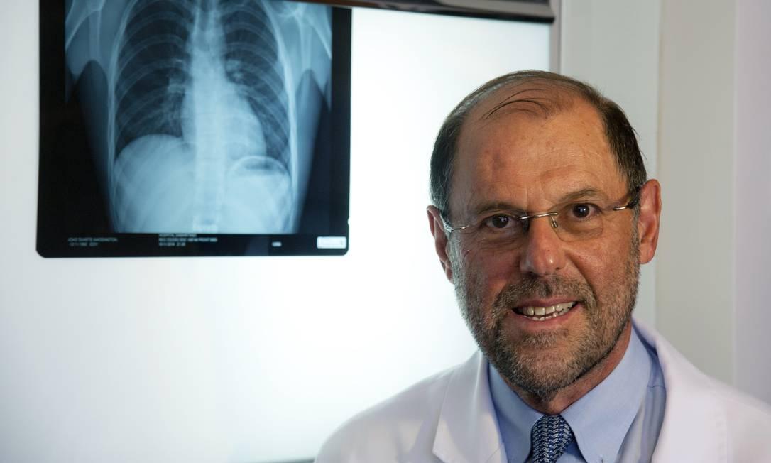 Daniel Tabak, oncologista, fala dos desafios no tratamento do câncer Foto: Adriana Lorete / Agência O Globo