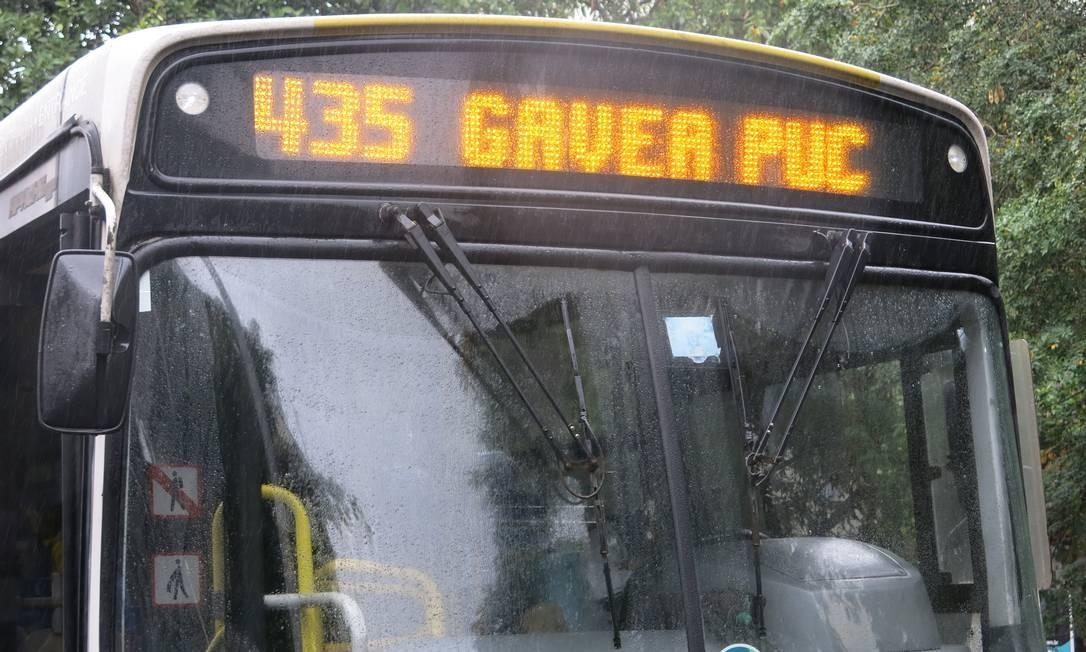 A linha 435 (Gávea-PUC), da empresa Estrela Azul Foto: Hugo Limarque