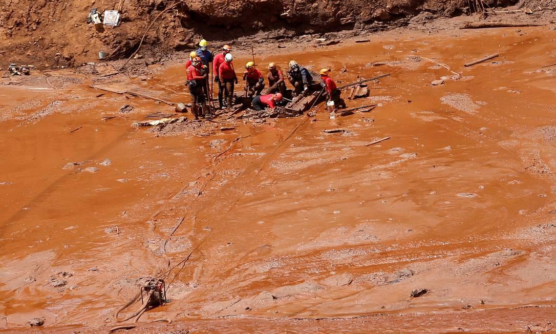 Equipes de resgate buscam por vítimas em meio à lama de rejeitos em Brumadinho (MG) 02/02/2019 Foto: ADRIANO MACHADO / REUTERS