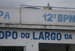Unidade do DPO com marcas de tiros após ataque Foto: Fabiano Rocha / Fabiano Rocha