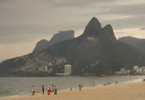 Terça-feira ficará nublada, com a possibilidade de pancadas de chuva isoladas durante a tarde e a noite Foto: Pablo Jacob / Agência O Globo