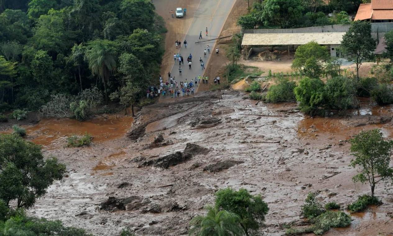 Na manhã do dia 25 de janeiro, a barragem da Mina do Feijão, de propriedade da Vale, se rompeu na cidade de Brumadinho, Região Metropolitana de Belo Horizonte, MG. As buscas por sobreviventes se iniciaram logo em seguida, a partir da estimativa de que havia mais de 300 desaparecidos. Foto: WASHINGTON ALVES / REUTERS