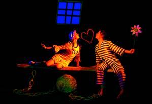 A companhia encena agora o espetáculo 'Antologia — O original Teatro Negro de Praga' Foto: Divulgação