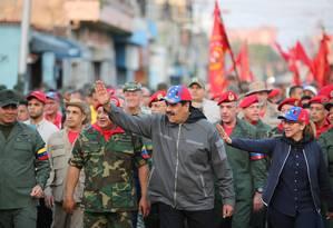 O presidente da Venezuela, Nicolás Maduro, participa com a mulher, Cilia Flores, de uma cerimônia pelo 27º aniversário do golpe fracassado liderado por Hugo Chávez, em Caracas Foto: HANDOUT / REUTERS