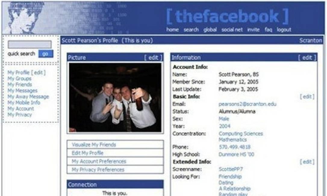 A rede social The Facebook nasceu em 4 de fevereiro de 2004 como um projeto de Mark Zuckerberg enquanto este estudava na Universidade Harvard, nos Estados Unidos. Na foto, layout da primeira versão da rede Foto: . / Reprodução