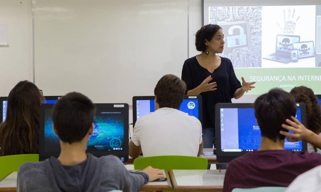 A maior parte dos brasileiros mostrou apoiar a discussao sobre sexualidade e questões de gênero dentro de sala de aula, contrariando falas do atual ministro da Educação Foto: Marcos Ramos / Agência O Globo
