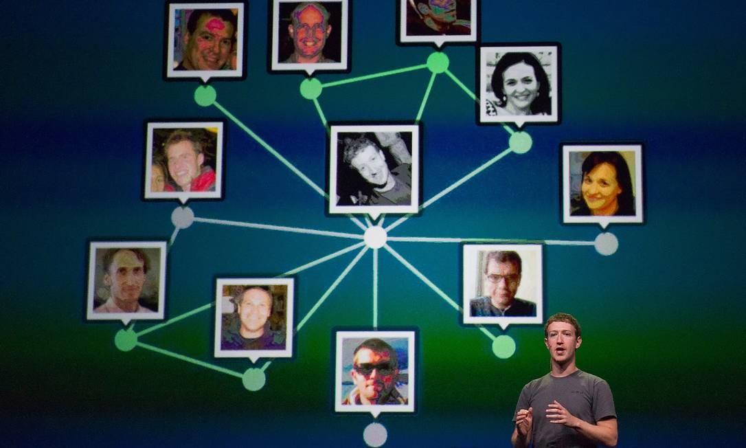 Inicialmente, a proposta de Zuckerberg era conectar alunos da universidade em que estudava. Hoje a rede social conecta mais de 2,3 bilhões de usuários no mundo todo, segundo dados do próprio Facebook Foto: David Paul Morris / Divulgação