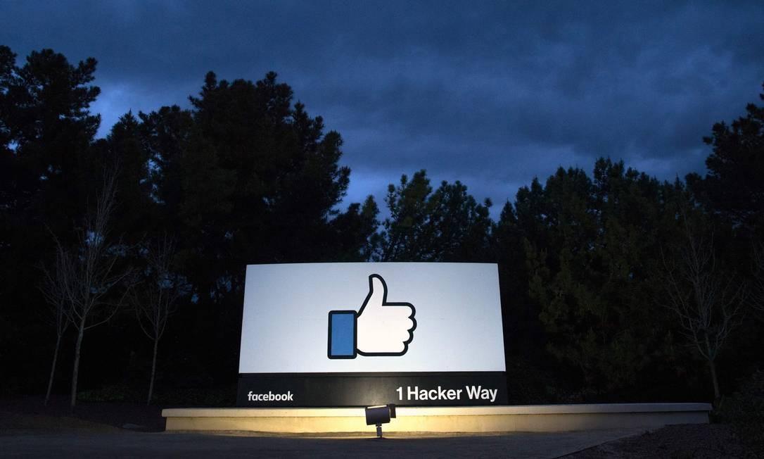 Em 2009, a rede social ganhou uma de suas funções mais utilizadas: o botão de curtir foi implementado em 9 de fevereiro daquele ano, tornando mais fácil a interação com posts de contatos Foto: JOSH EDELSON / AFP