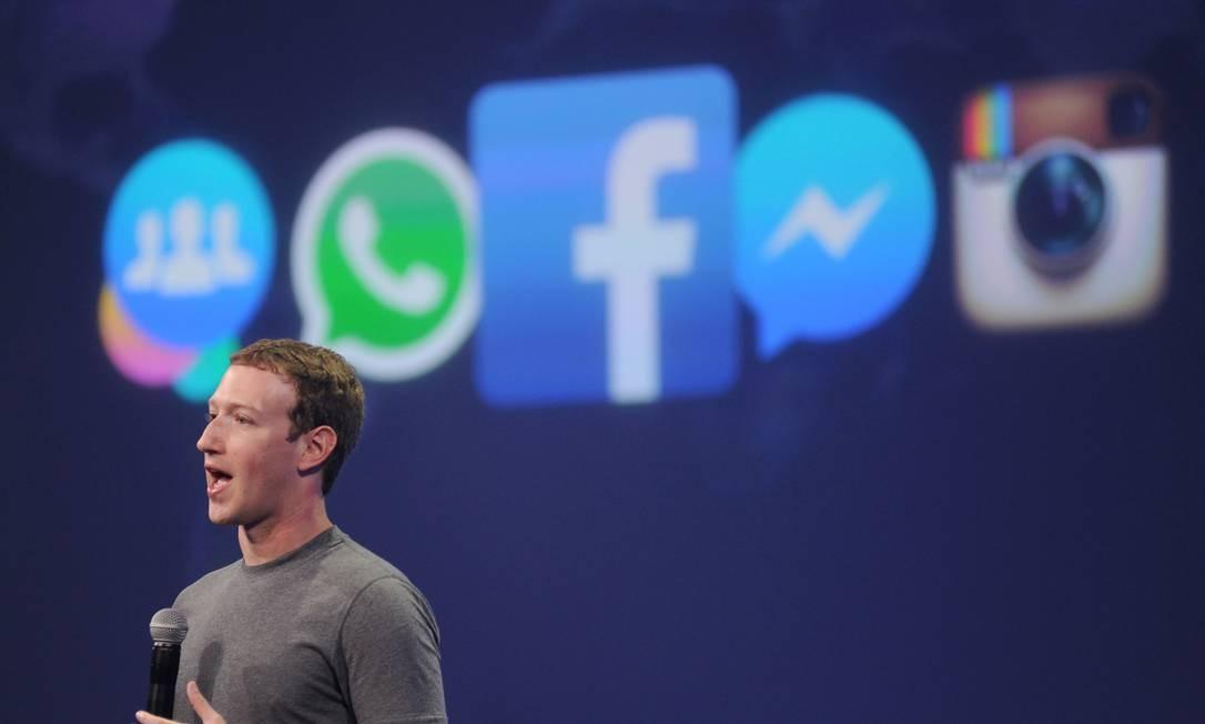 Muito além de promover mudanças e melhorias dentro da plataforma do Facebook, Zuckerberg buscou agregar à sua rede as novidades do mundo digital que surgiram ao longo dos anos, como fez adquirindo o Instagram, em 2012, e o Whatsapp, em 2014 Foto: Josh Edelson / AFP