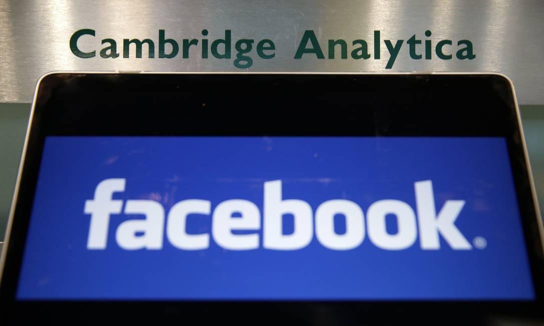 Em 2018, a rede de Zuckerberg se viu envolvida em mais um novo escândalo sobre privacidade. Dados de mais de 87 milhões de usuários foram vazados e usados pela empresa Cambridge Analytica em campanhas políticas. Em 2016, o Facebook já havia enfrentado problemas com propagandas políticas patrocinadas pelo governo russo e veiculadas na rede durante as eleições presidenciais dos Estados Unidos Foto: DANIEL LEAL-OLIVAS / AFP