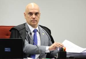 O ministro Alexandre de Moraes determinou nesta segunda-feira que a revista