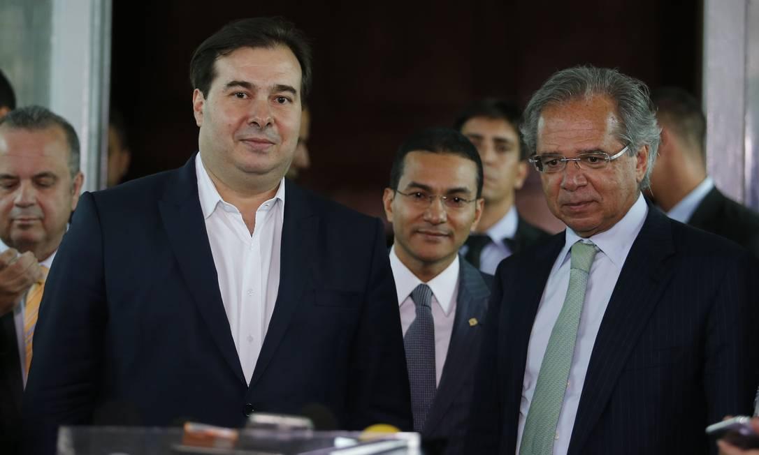O presidente da Câmara, Rodrigo Maia, e o ministro da Economia, Paulo Guedes Foto: Jorge William/Agência O Globo