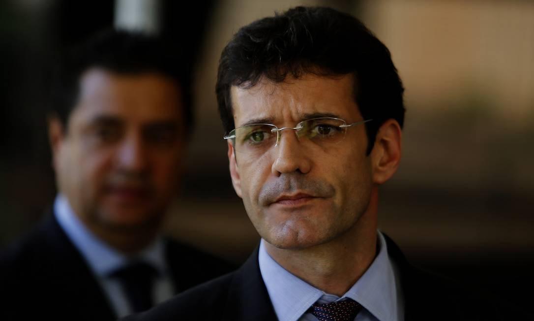 Álvaro: enrolado em acusações de desvio de verba eleitoral Foto: Jorge William / Agência O Globo