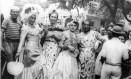 Foliões na Avenida Rio Branco brincam o 'Carnaval da Vitória', primeira folia após a Segunda Guerra Foto: Arquivo