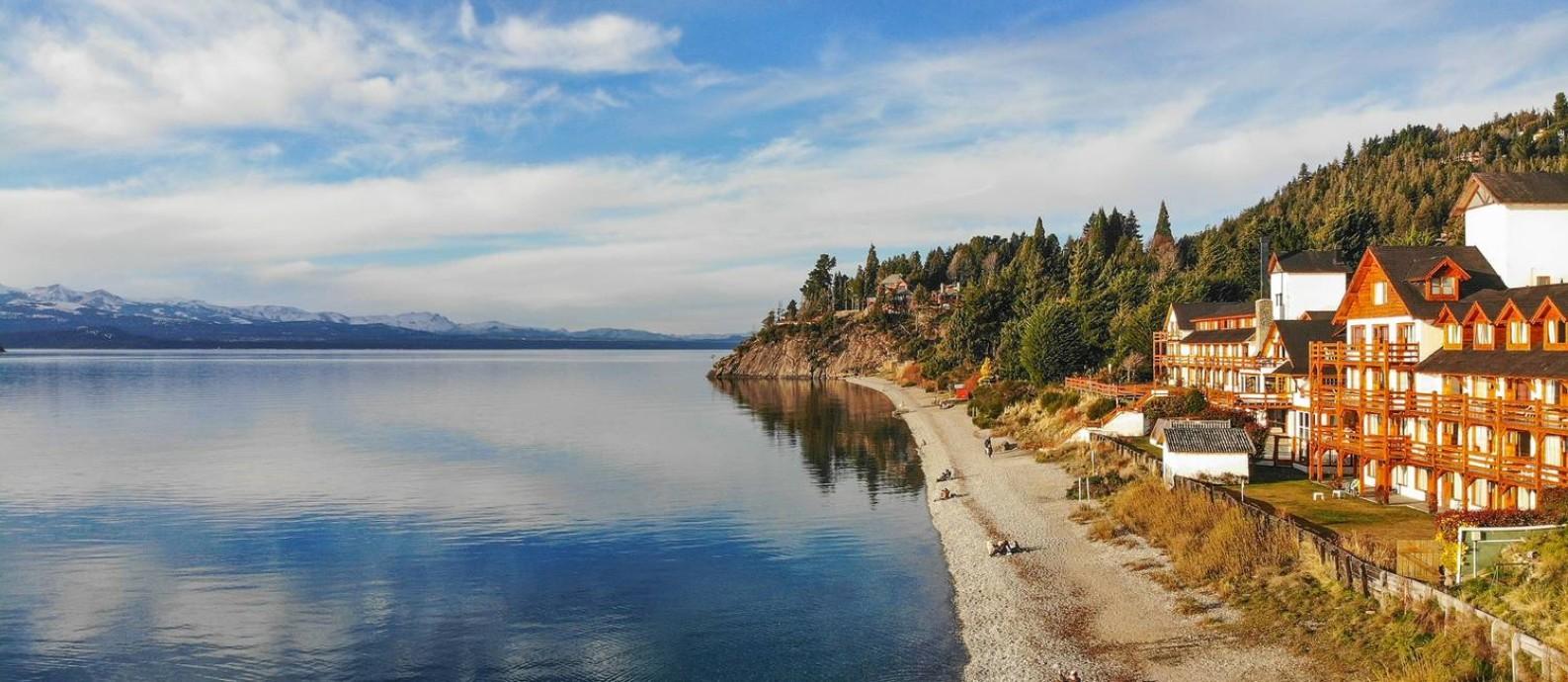 O Lago Nahuel Huapi, que marca a paisagem de Bariloche, na Argentina Foto: Emprotour / Divulgação