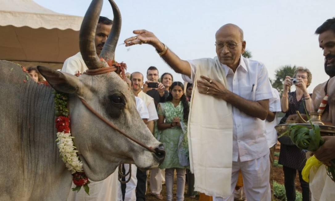A história do Dr. Vasant Lad, que ajudou a levar os conhecimentos da medicina Ayurveda da Índia para o Ocidente, é contada em 'O médico indiano' Foto: Divulgação