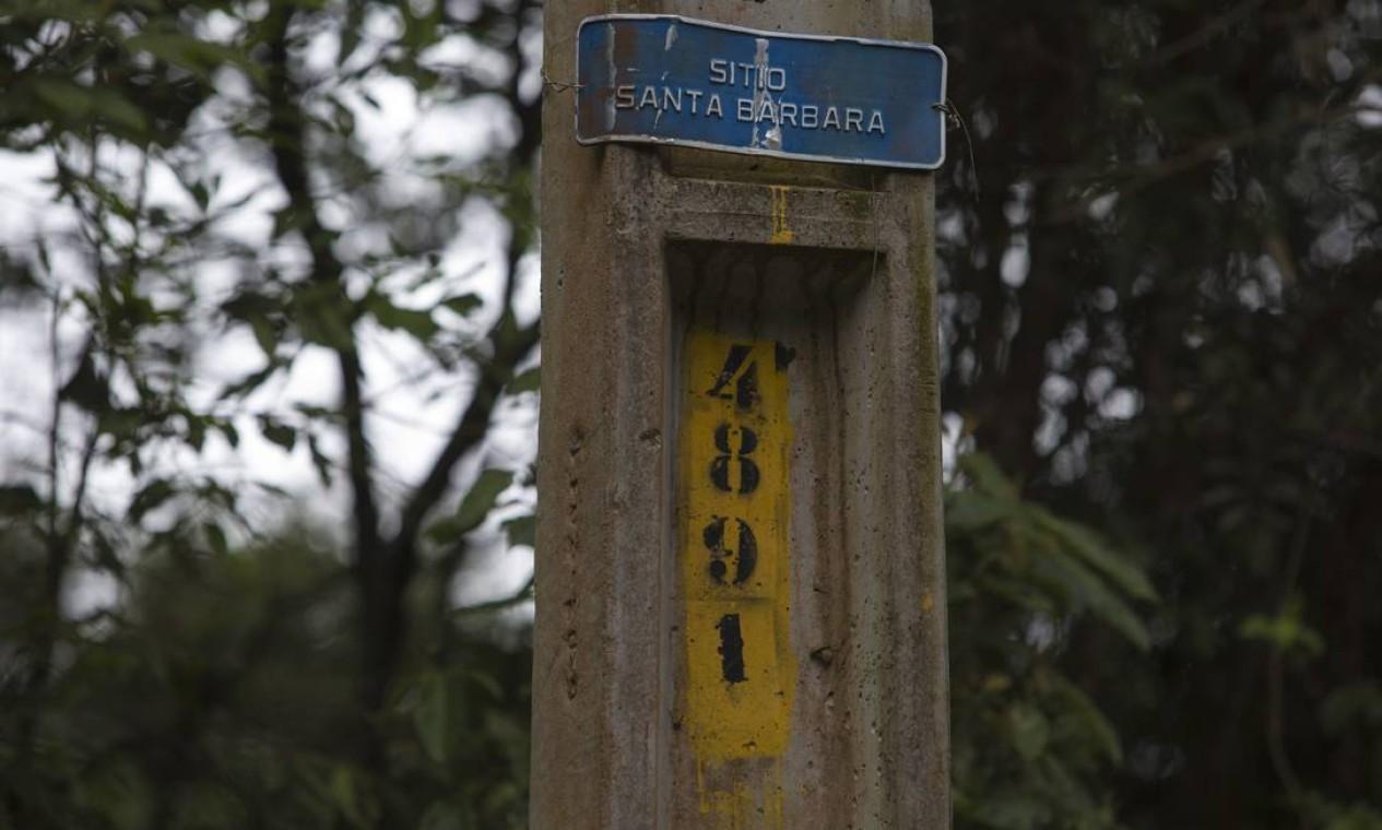 Placa do sítio Santa Bárbara Foto: Edilson Dantas / Agência O Globo